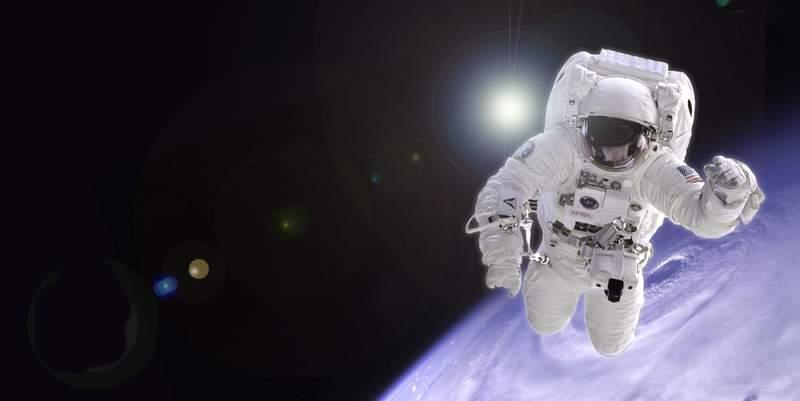 Прямая трансляция: Астронавты NASA совершают выход в открытый космос