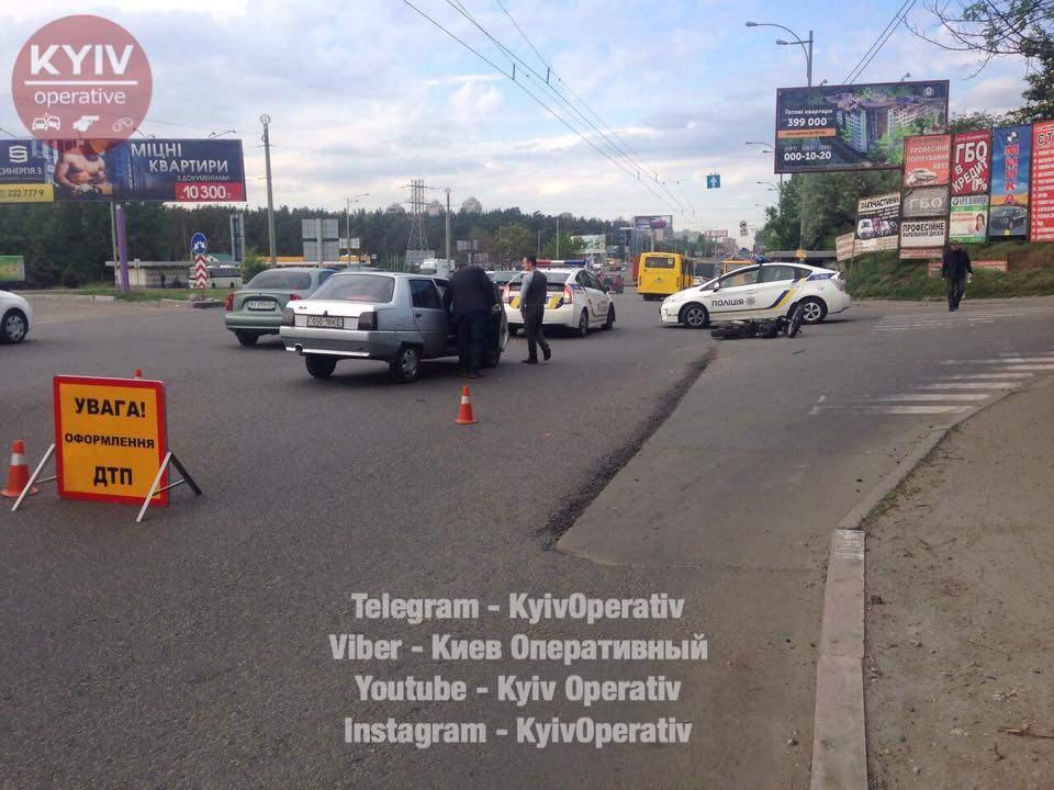 В столице мотоциклист столкнулся с автобусом: виновника аварии госпитализировали (фото)