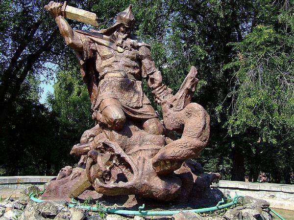 Муромец станет Победоносцем: в Ровно намерены декоммунизировать памятник былинному герою (фото)