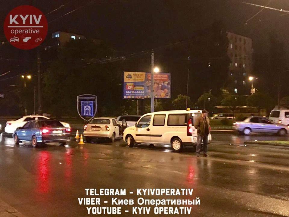 В Киеве из-за светофора произошло ДТП (Фото)