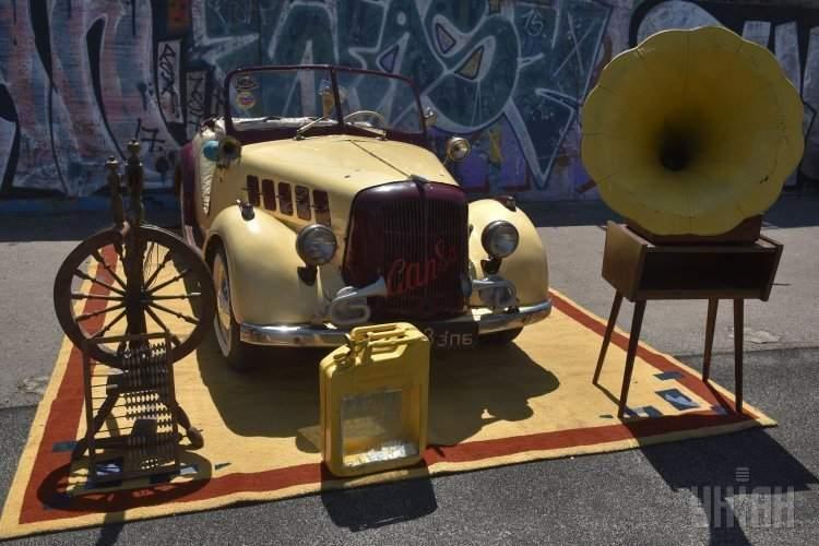 В Запорожье проходит фестиваль ретро-автомобилей