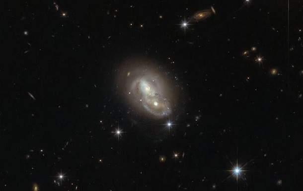 Телескоп Hubble отснял необычные переплетающиеся Галактики (фото)