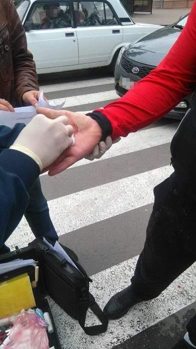 На Полтавщине патрульный полицейский погорел на взятке (фото)