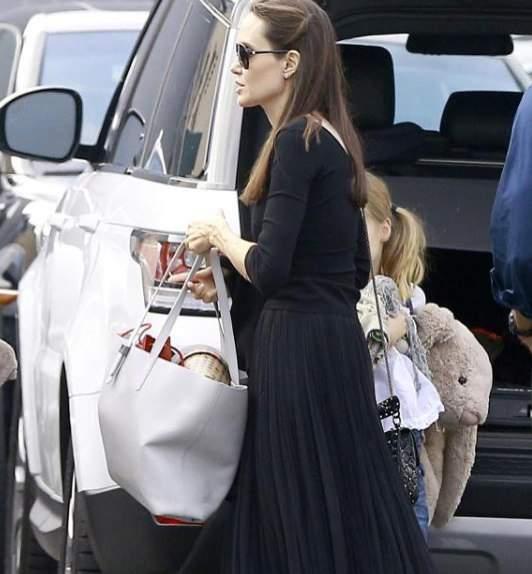 Прогулки с детьми и встречи с отцом: Джоли  перестала грустить после разлада с Питтом (фото)