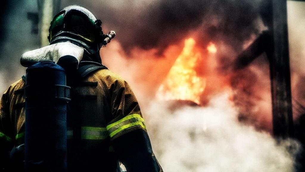 В Киеве горит супермаркет АТБ (Видео)