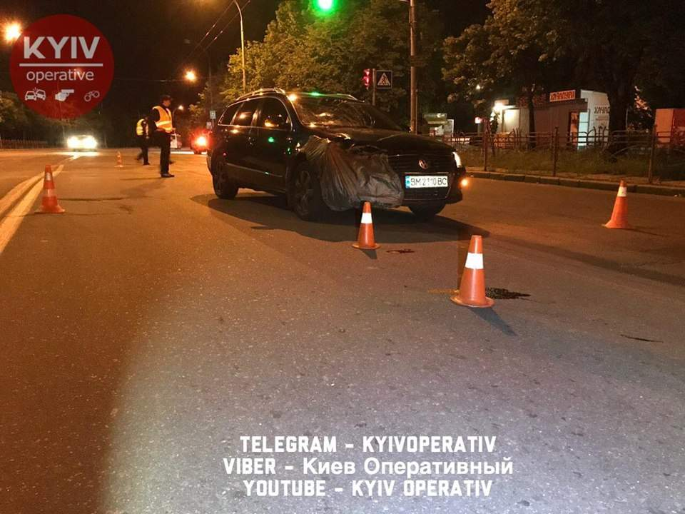 В Киеве водитель Volkswagen сбил нетрезвого пешехода (Видео, фото)