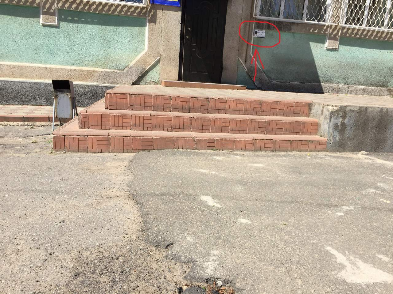 Фотофакт: в МРЭО Белгород-Днестровска сделали звонок для людей с ограниченными возможностями до которого не добраться