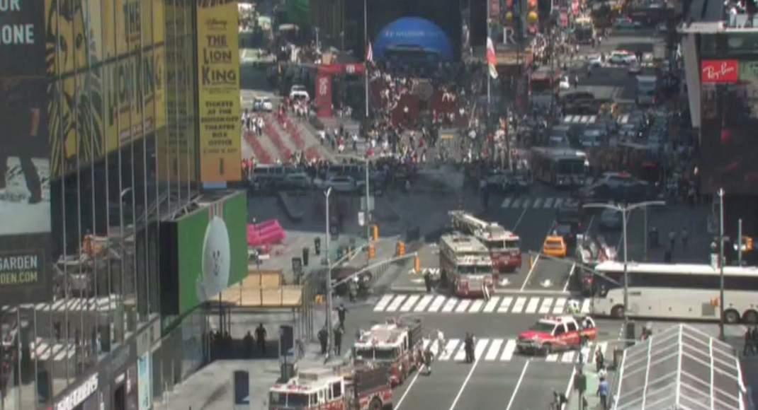 В Нью-Йорке автомобиль въехал в толпу пешеходов: пострадали 13 человек (фото, видео)