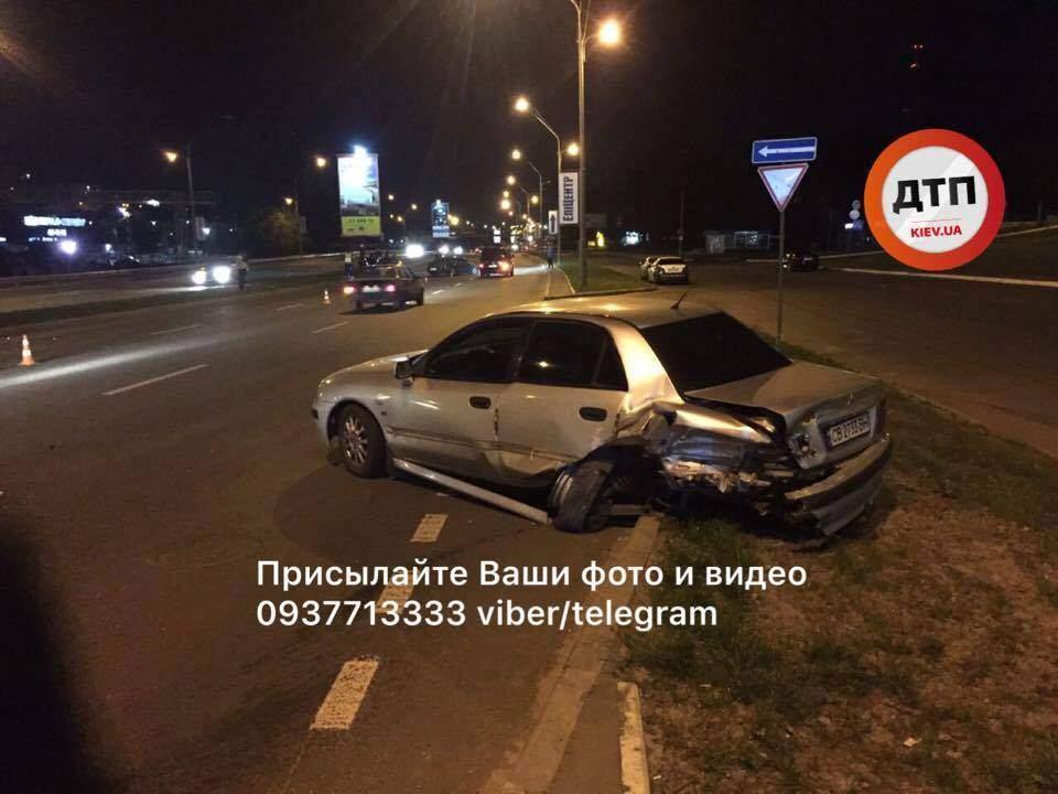 В Киеве из-за гонщиков-неудачников разбилось 4 автомобиля (Фото)