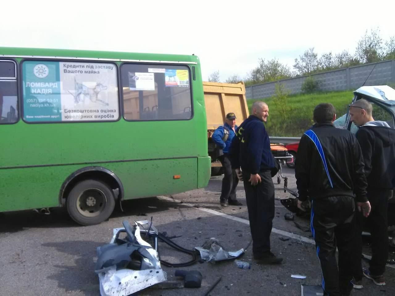 В Харькове произошло масштабное ДТП с пострадавшими (Фото)