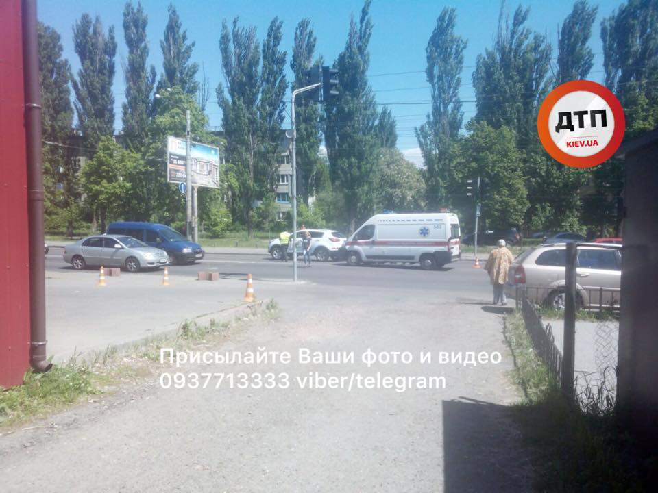 На пешеходном переходе в Киеве сбили ребенка (Фото)