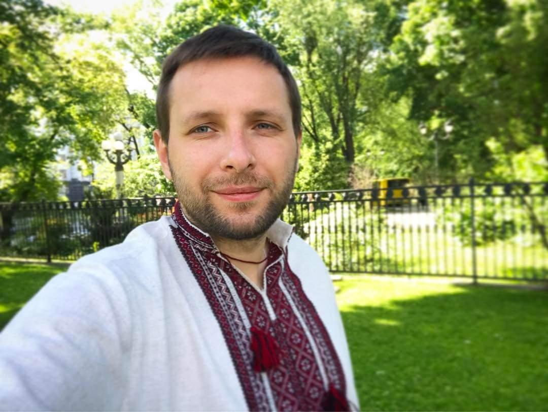 Устал от политики и стал «свахой»: нардеп Парасюк пиарит друга-футболиста