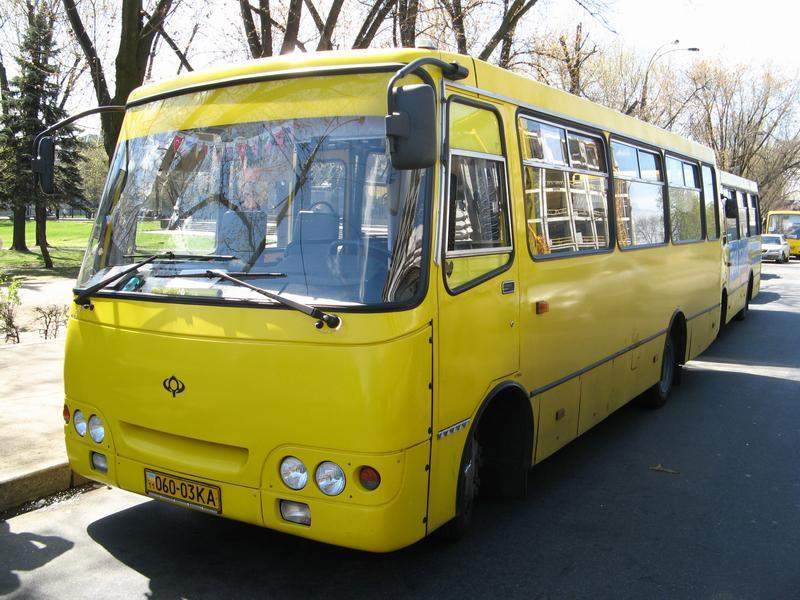 Инцидент в днепровском транспорте: водитель бил пожилую женщину и требовал с неё плату за проезд