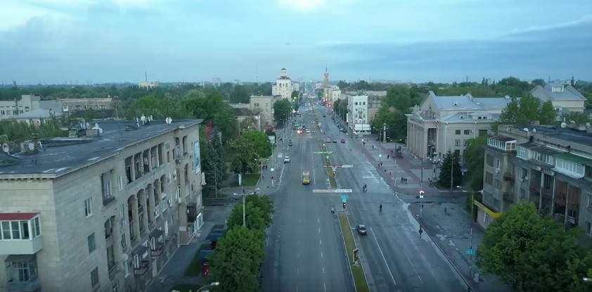 Вечерний проспект Запорожья с высоты полёта (видео)