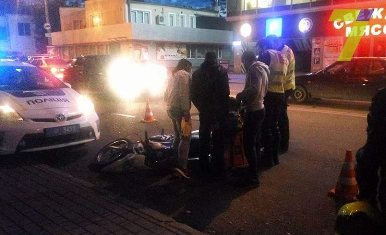 В Одессе произошло мото-ДТП, пострадала девушка (Фото)