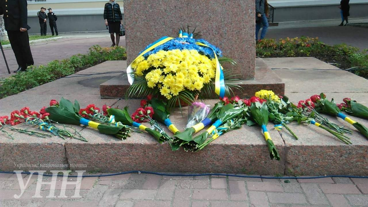 В Кропивницком возложили цветы к памятнику Кобзарю (фото)