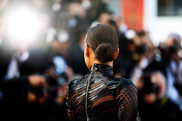 Без Купера и с животиком: Ирина Шейк появилась в Каннах в платье из латекса (фото)