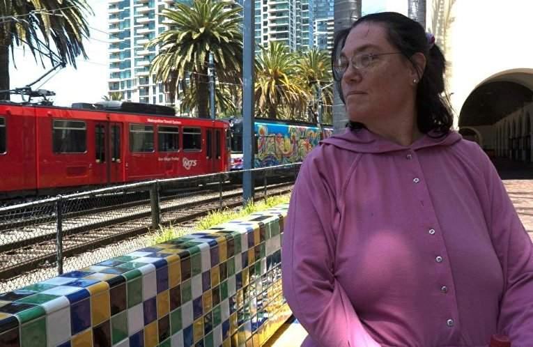 Жительница Калифорнии связала себя узами брака с железнодорожной станцией