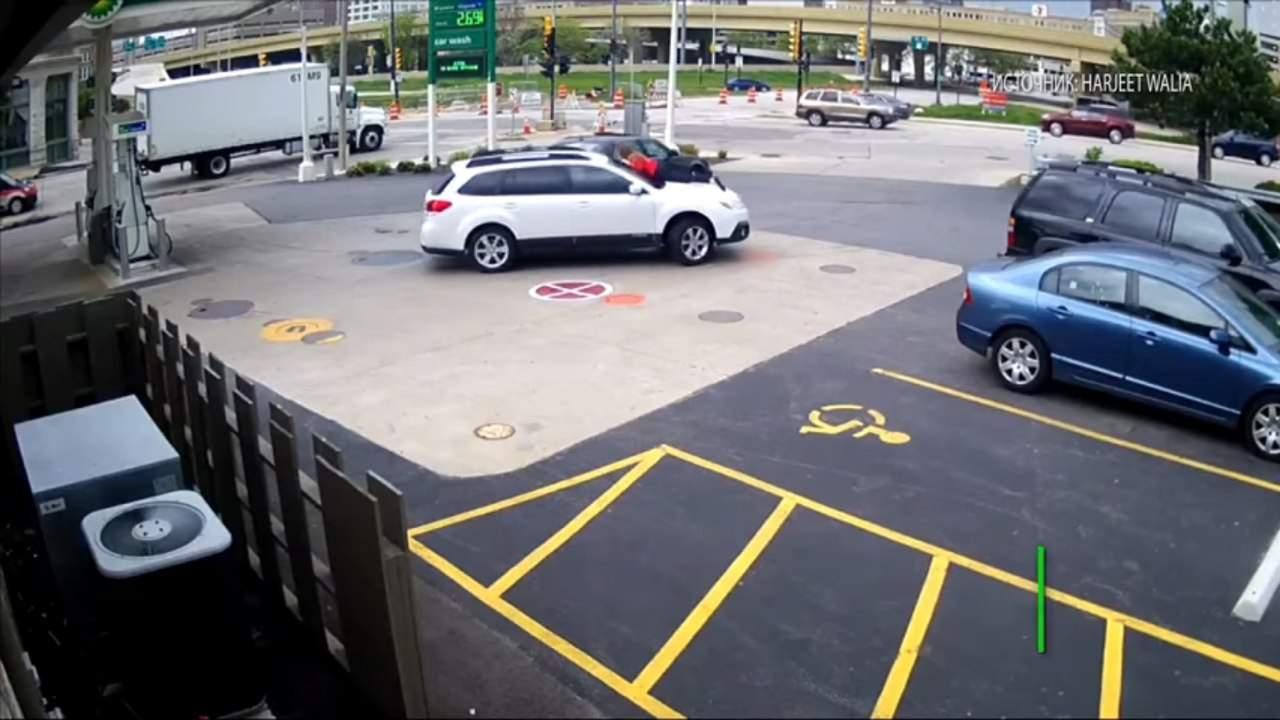 В США девушка телом спасла свой автомобиль от злоумышленников (видео)