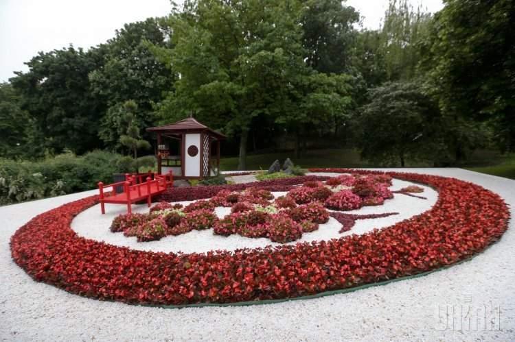Пагода, сад камней и чайная церемония: в Киеве открылся японский цветочный фестиваль (фото)