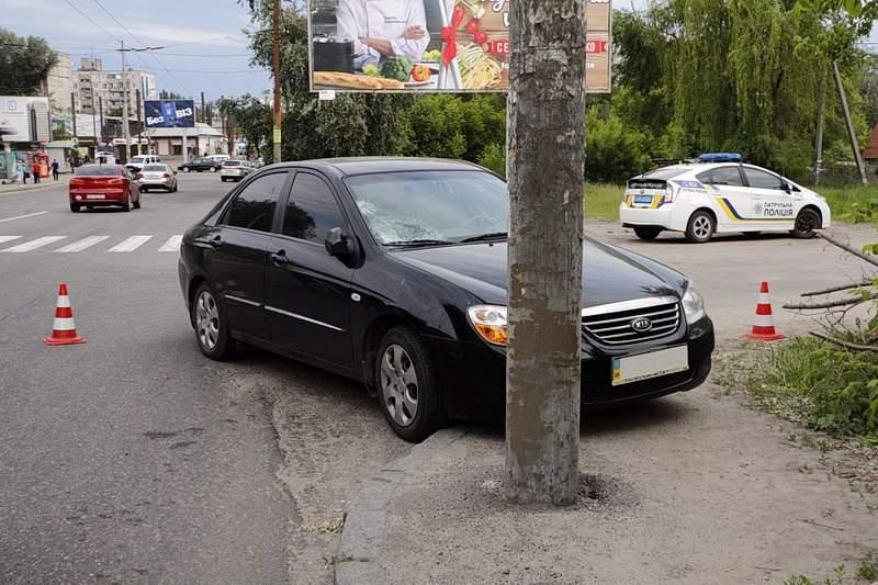 В Днепре произошло ДТП с участием пешехода: пострадавшую доставили в больницу