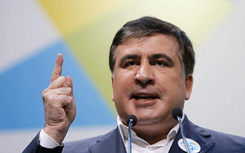 «Губернатор за полтора года не проложил тут ни единого метра асфальта!»: Саакашвили и глава райсовета устроили скандал в Килии (видео)