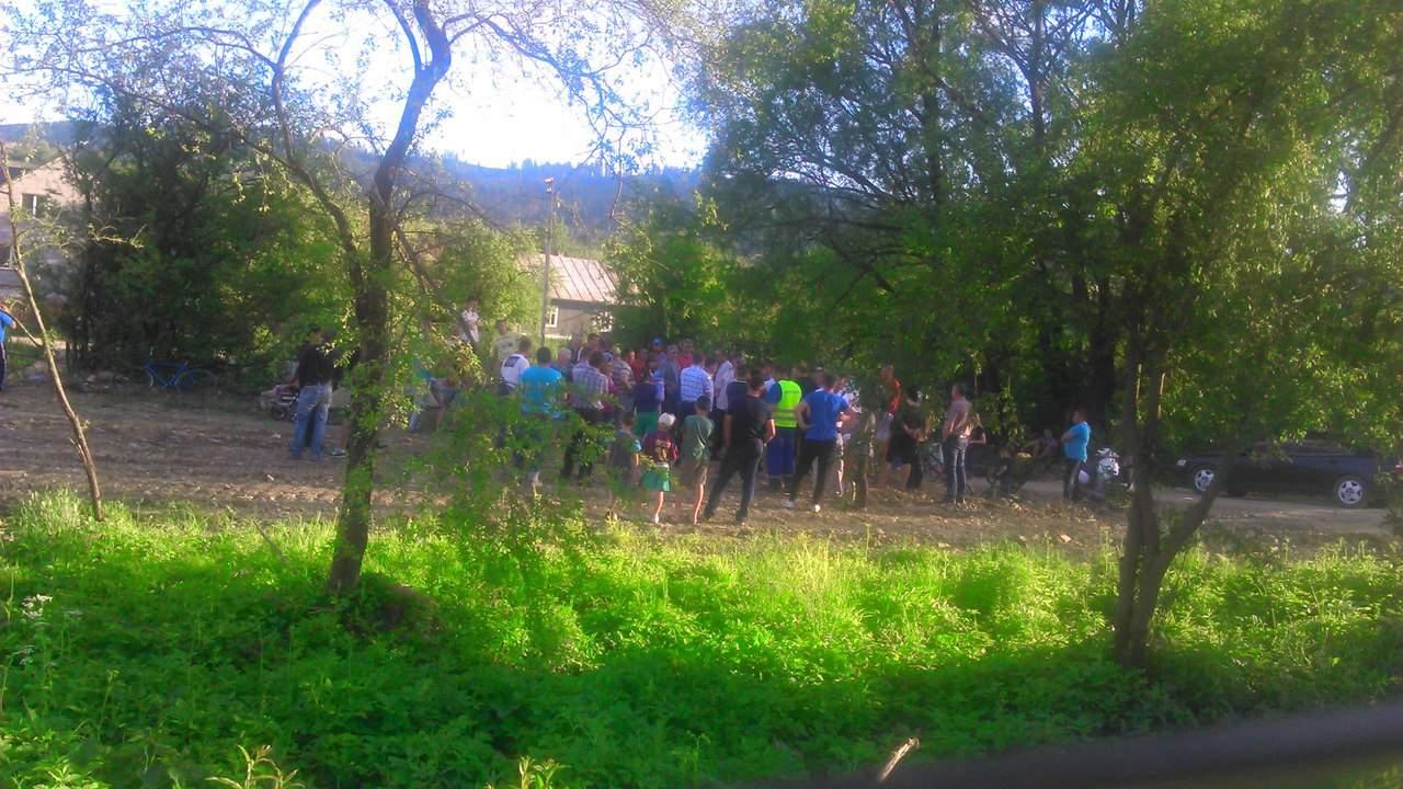 На Львовщине активисты блокируют строительство ветряной электростанции (фото)
