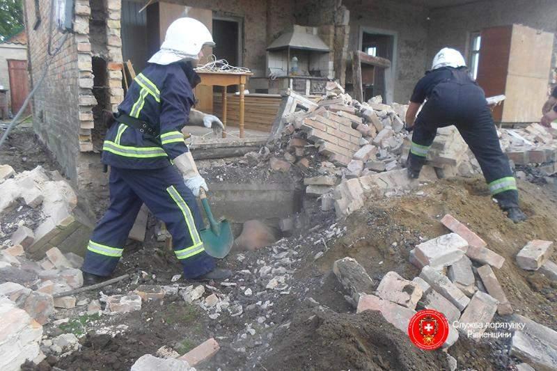 На Ровенщине на стройке в нежилом здании обвалилась стена: погибли двое (фото, видео)
