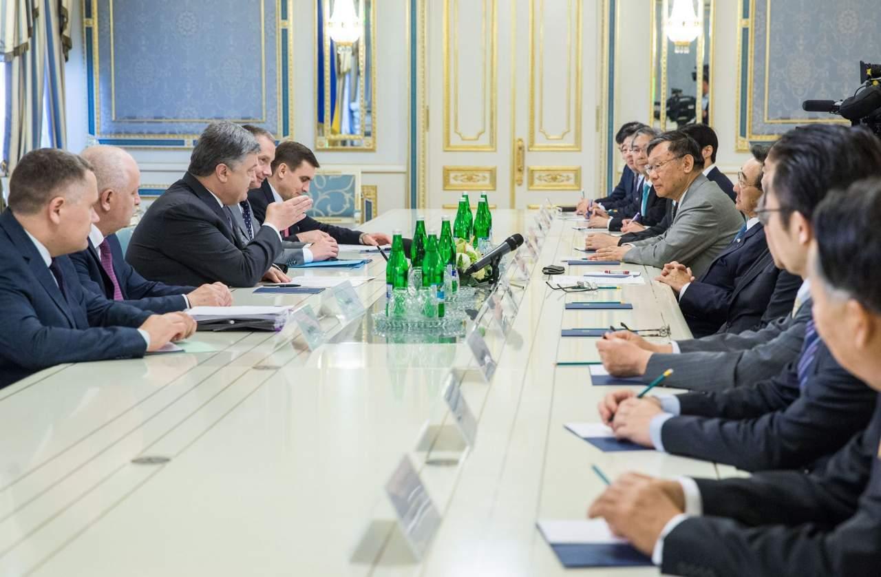 Порошенко и делегация Японской федерации бизнеса обсудили расширение сотрудничества между странами (фото)