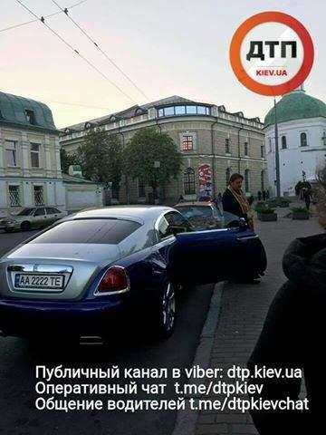 Столичный священнослужитель на шикарном авто попал в ДТП (Фото)