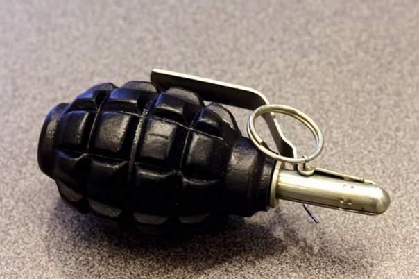 На улице Киева неизвестный оставил боеприпас