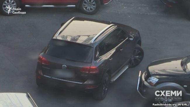 Автопарк сотрудников СБУ поражает роскошью (Видео)