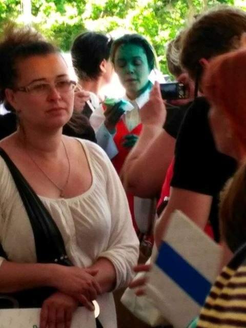 Нардепа Королевскую в Одессе встретили с пузырьком зеленки: в Сети депутата сравнивают со