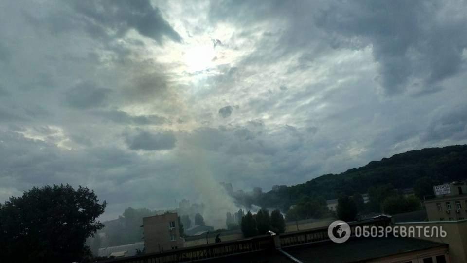 В Киеве район Выдубичей затянуло густым дымом от пожара (фото, видео)