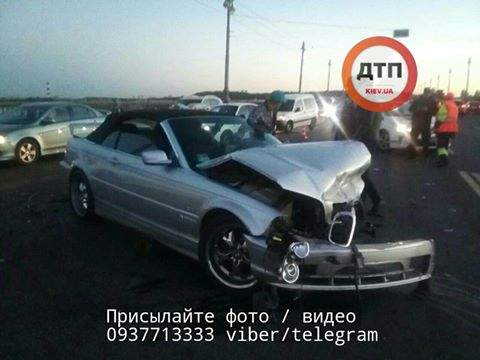 Страшное ДТП в столице: Иномарка влетел в отбойник (Фото)