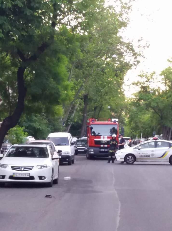 Одесские сотрудники полиции сегодня перекрывали часть улицы (Фото)