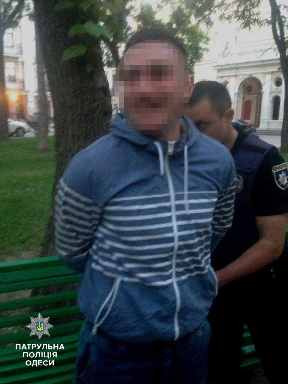 Одесса криминальная: возле Оперного театра случилась перестрелка, есть раненые (фото)