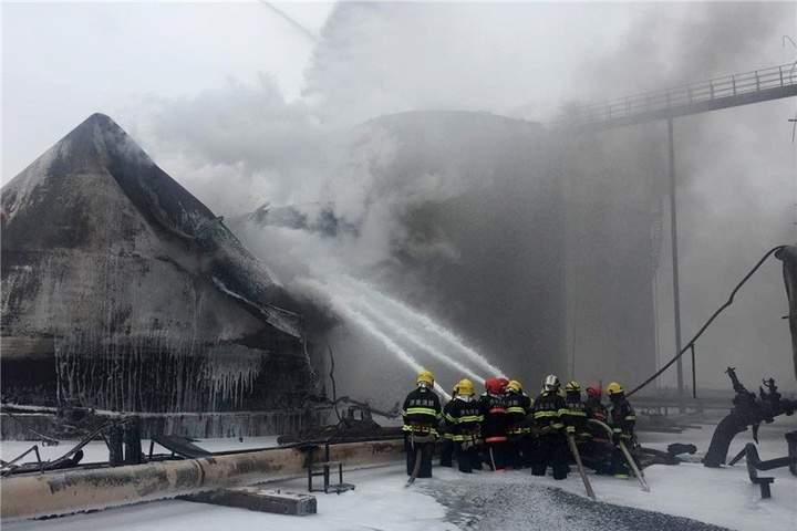 Мощный взрыв на нефтехимическом заводе в Китае: 8 погибших