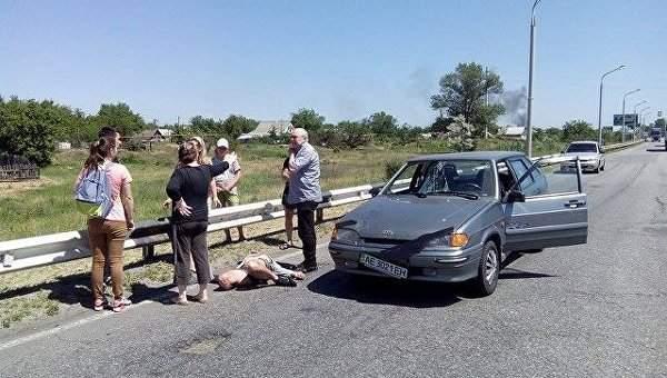 Мужчину, который бегал по дороге и кричал, сбили в Днепре