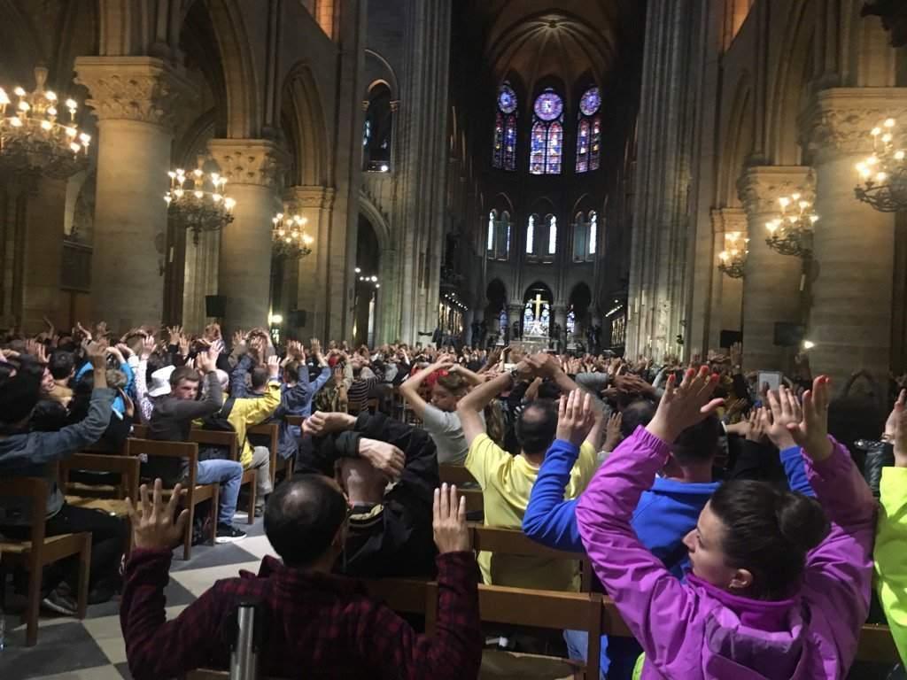 У нападавшего на патрульных перед собором Парижской Богоматери обнаружили видео