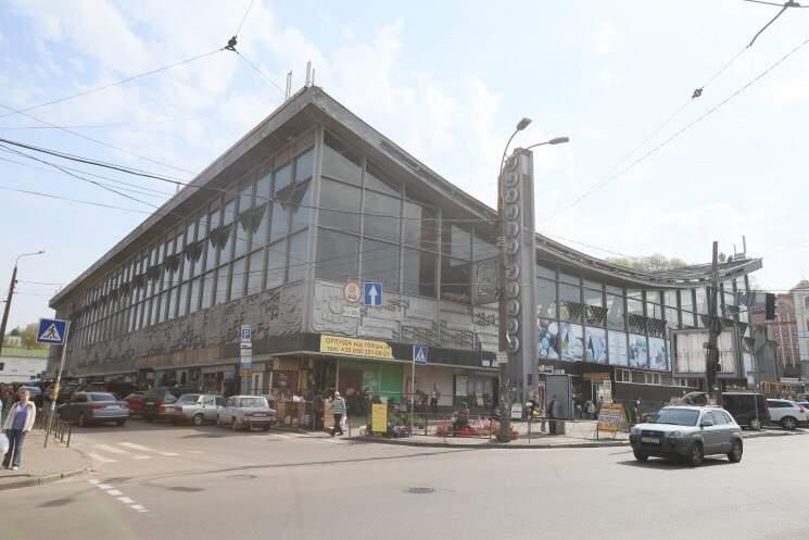 В Киеве приступили к демонтажу торговых рядов на Житнем рынке (фото)