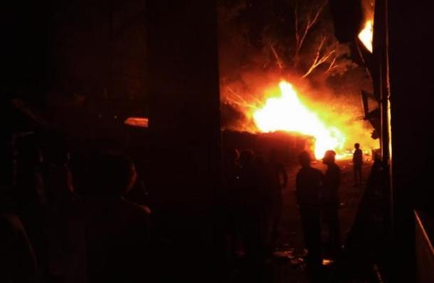 В Индии взорвался завод по производству фейерверков: погибли 25 человек (фото, видео)