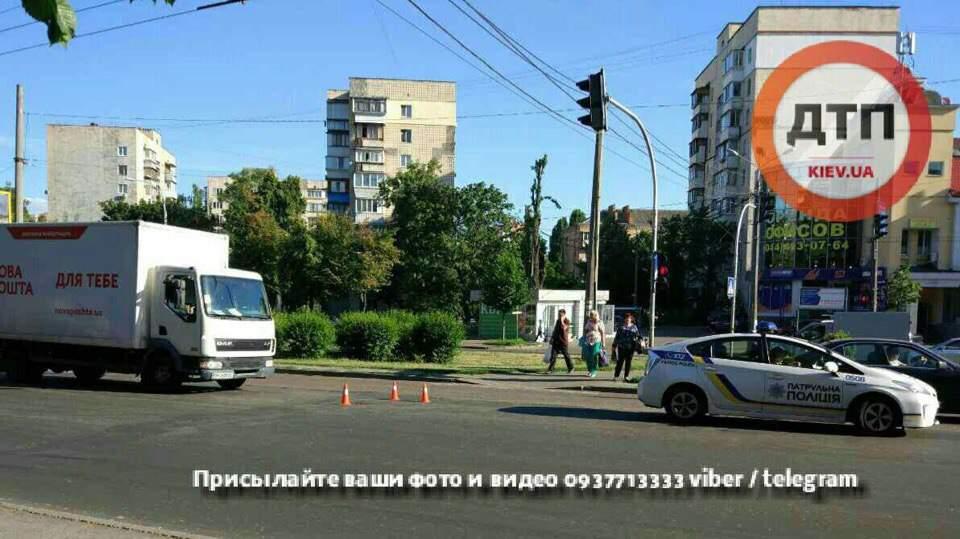 В Киеве грузовик