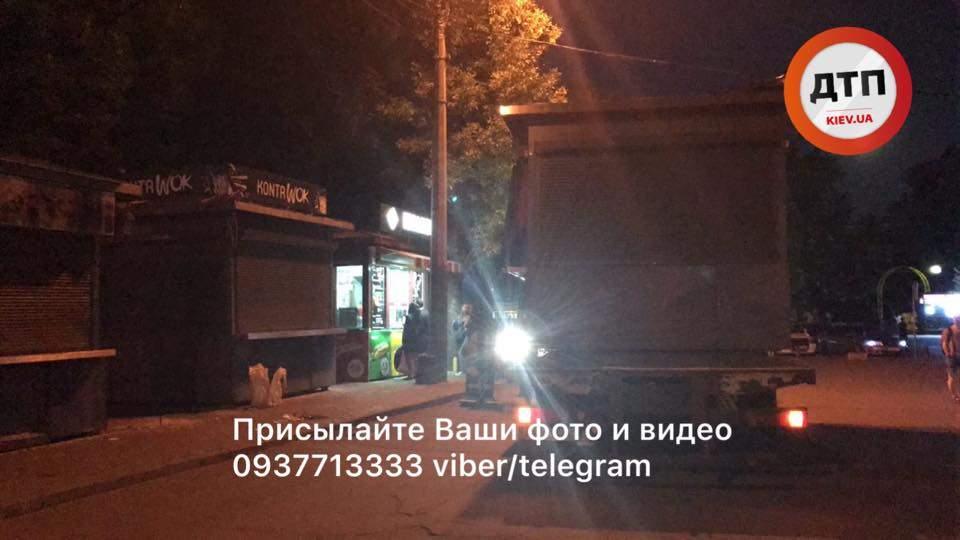 Как в столице эвакуаторы сносили МАфы (Фото)