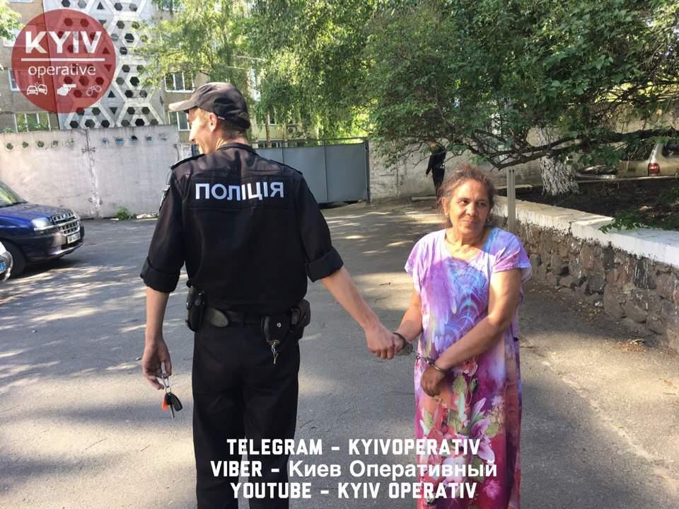 В Киеве табор цыган напал на пожилую женщину и украл у неё золото (фото, видео)