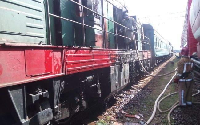 На Кировоградщине загорелся дизельный поезд с пассажирами (фото)