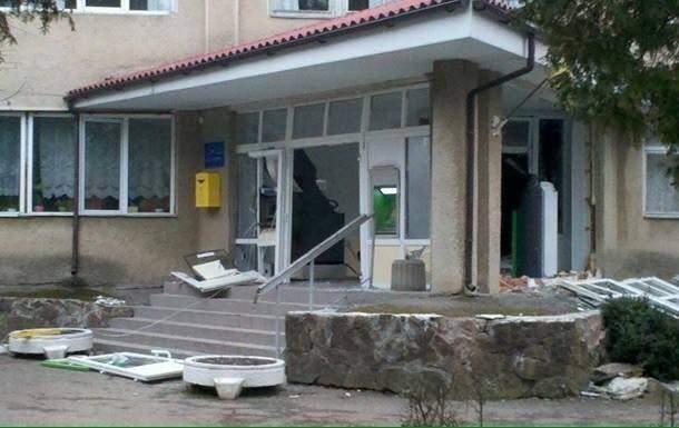 На Львовщине грабители взорвали банкомат ради наживы