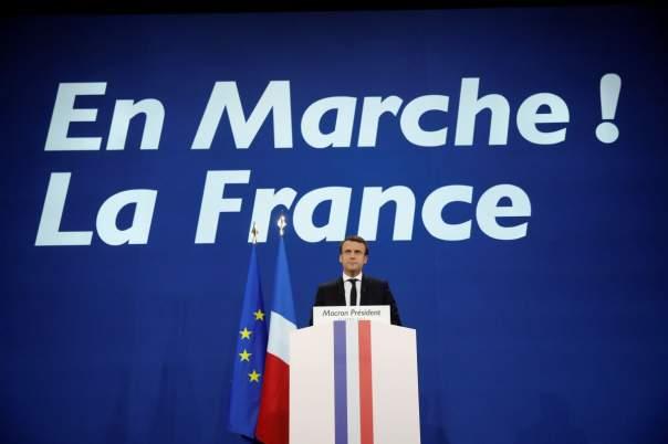 На парламентских выборах во Франции лидирует президентская партия