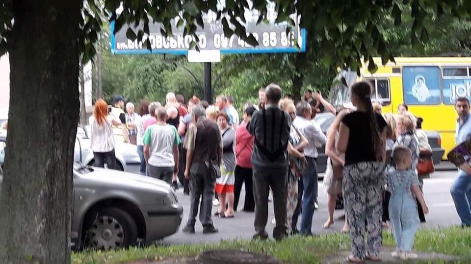 Мусорный коллапс: во Львове жители принялись перекрывать дороги (фото)