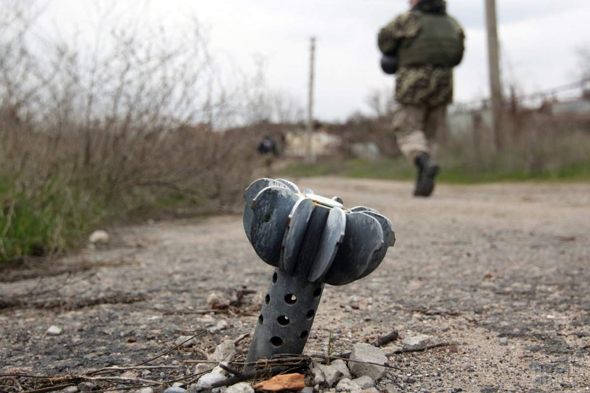 На Донбассе не угасают обстрелы: один военнослужащий погиб, еще пятеро получили ранение